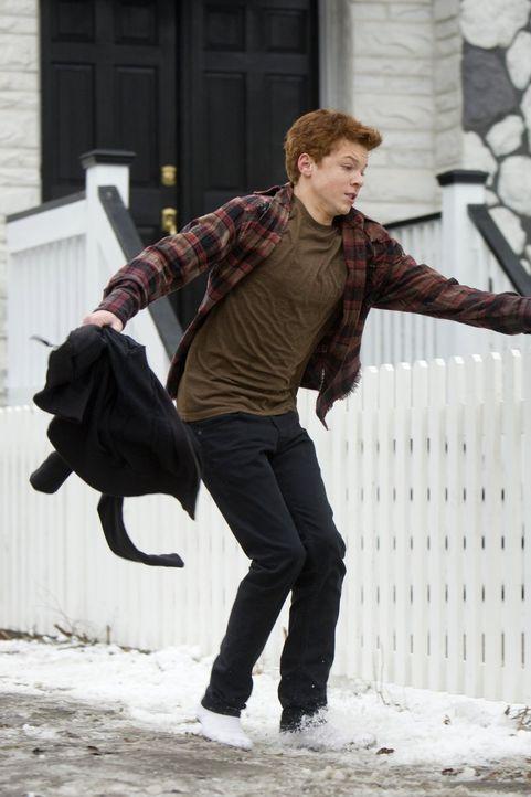 Nach dem Test, ob er schwul ist, oder nicht, muss Ian (Cameron Monaghan) flüchten ... - Bildquelle: 2010 Warner Brothers