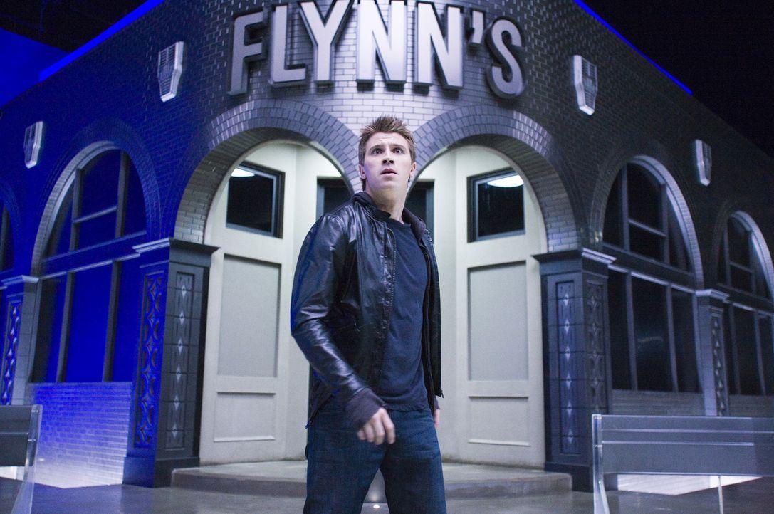 Seit Jahren hat Sam Flynn (Garrett Hedlund) das alte Kasino seines Vaters nicht mehr besucht und in das geheime Büro hat er noch nie einen Fuß geset... - Bildquelle: Disney Enterprises, Inc.  All rights reserved