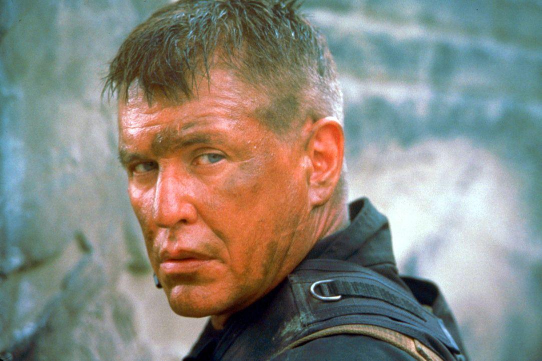 Einige Jahre, nachdem man ihn wegen eines verlorenen Fingers aus dem Amt jagte, bittet der CIA wieder seinen ehemaligen Lieblingskillers Beckett (To... - Bildquelle: Columbia Pictures Corporation