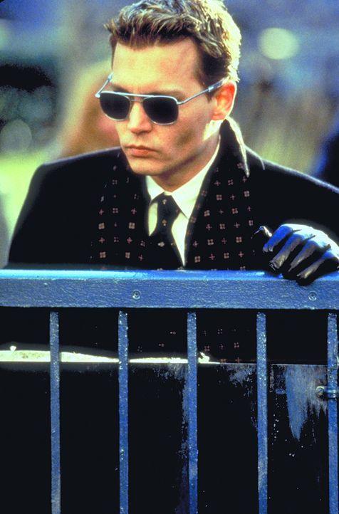 Nur kurze Zeit nach Spencers (Johnny Depp) glücklichen Shuttle-Mission-Heimkehr erleidet sein Kollege einen Hirnschlag und dessen schwangere Ehefra... - Bildquelle: 1999 New Line Productions, Inc. All Rights Reserved.