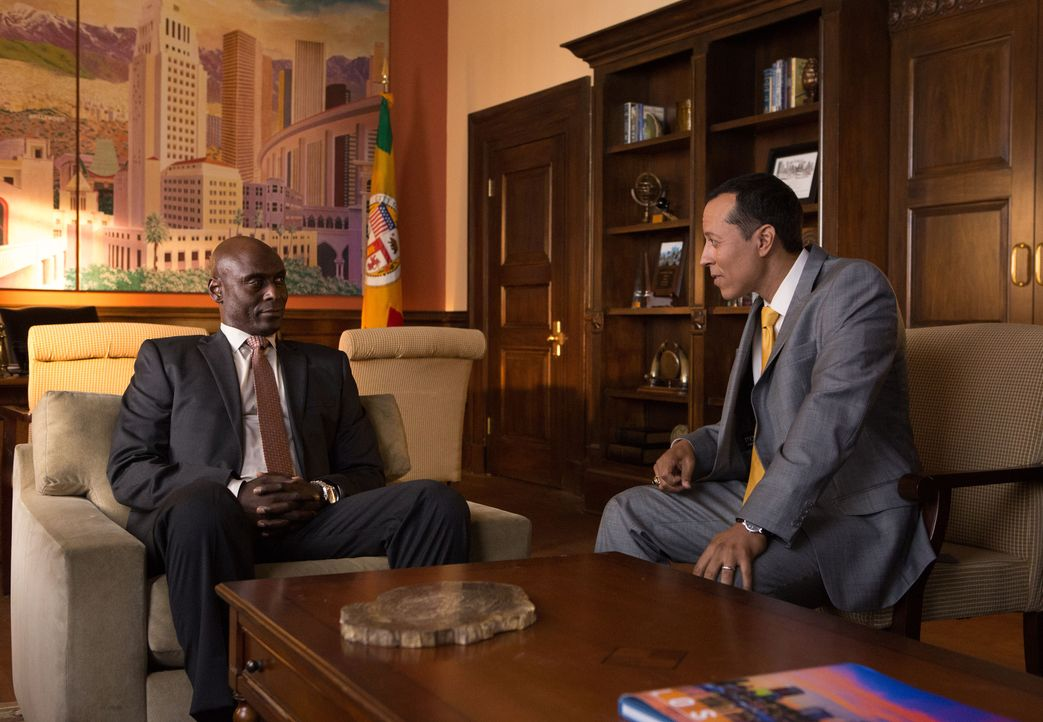 Irvin Irving (Lance Reddick, l.); Hector Ramos (Yancey Arias, r.) - Bildquelle: Amazon.com, Inc. and Fabrik Entertainment, Inc.