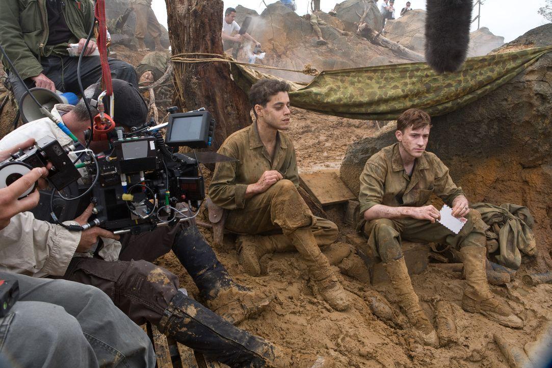 Hauptdarsteller Rami Malek, l. und Joe Mazzello, r. während des Drehs ... - Bildquelle: Home Box Office Inc. All Rights Reserved.