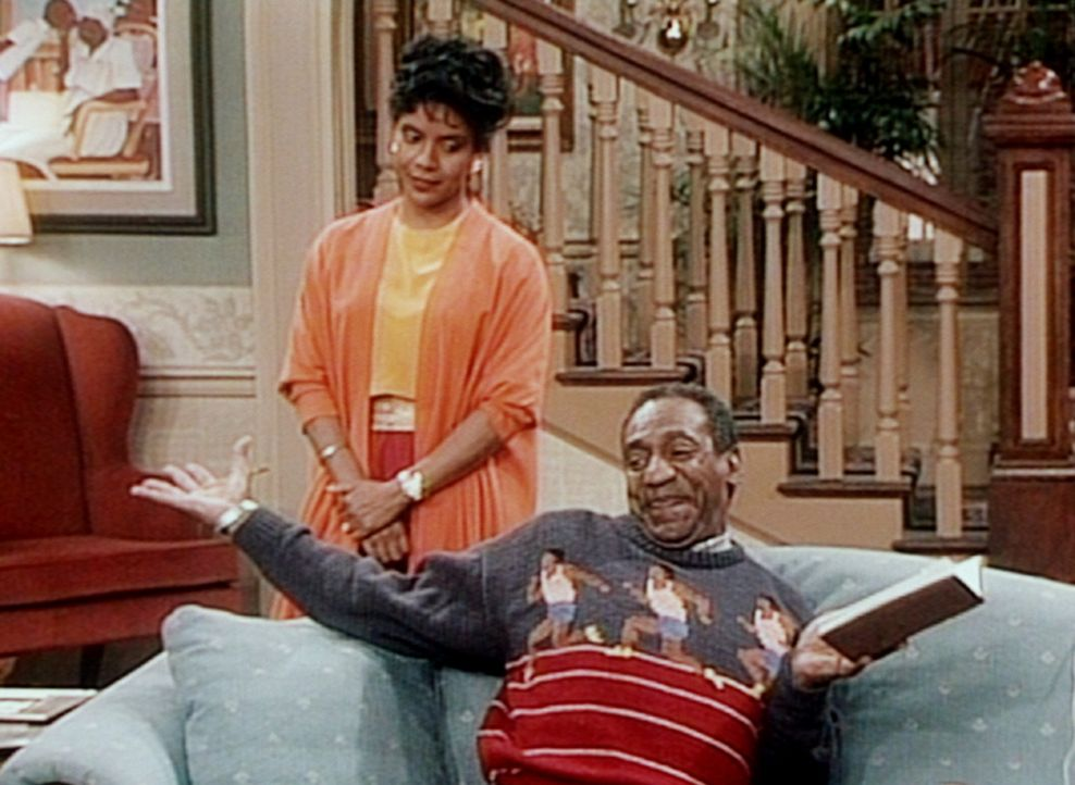 Clair (Phylicia Rashad, l.) versucht Cliff (Bill Cosby, r.) davon abzuhalten, ein völlig überflüssiges Küchengerät zu bestellen, das gerade im... - Bildquelle: Viacom