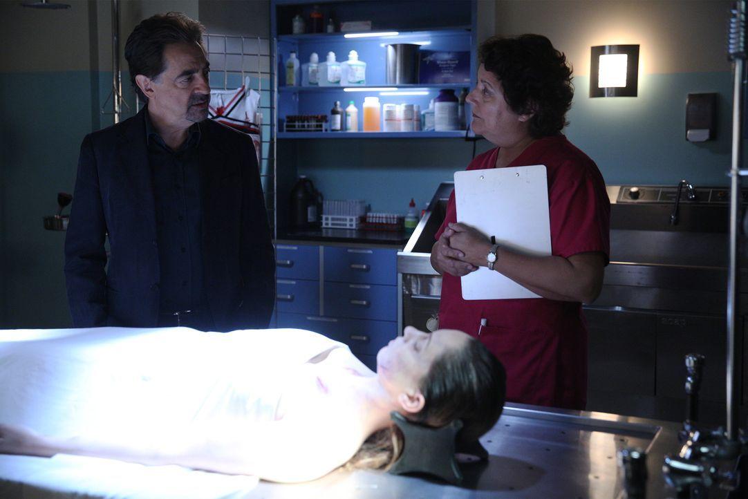 Rossi (Joe Mantegna, l.) und seine Kollegen machen sich auf die Suche nach einem Serienmörder ... - Bildquelle: Cliff Lipson 2015 American Broadcasting Companies, Inc. All rights reserved. / Cliff Lipson