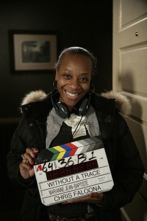 Marianne Jean-Baptiste bei den Dreharbeiten. - Bildquelle: Warner Bros. Entertainment Inc.