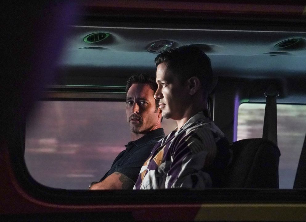 Steve McGarrett (Alex O'Loughlin, l.); Thomas Magnum (Jay Hernandez,r.) - Bildquelle: Karen Neal 2019 CBS Broadcasting, Inc. All Rights Reserved. / Karen Neal