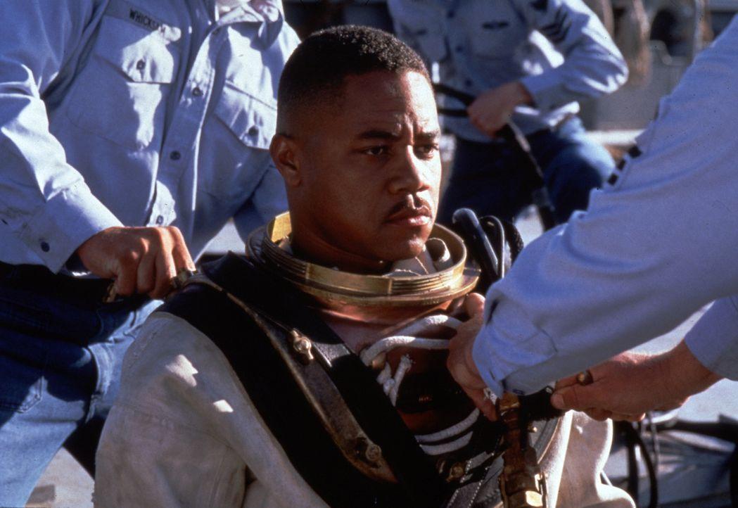 Eine besonders schwere Prüfung steht im bevor: Carl Brashear (Cuba Gooding Jr.) - Bildquelle: 2000 Twentieth Century Fox Film Corporation. All rights reserved.