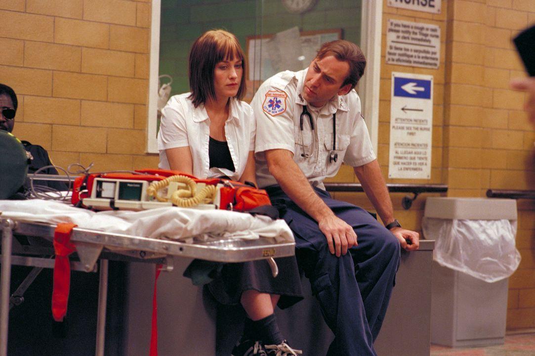 Mary Burke (Patricia Arquette, l.) leidet darunter, dass ihr Vater nach einem Herzanfall im Koma liegt. Frank Pierce (Nicolas Cage, r.) versucht, ih... - Bildquelle: Paramount Pictures and Touchstone Pictures