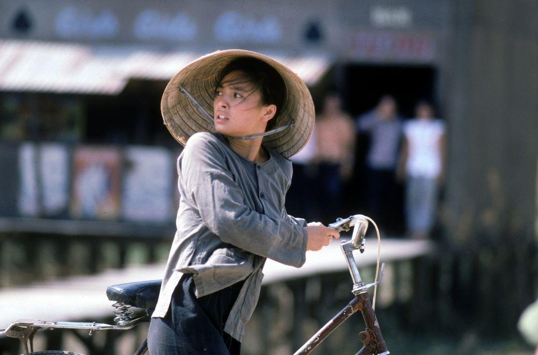 Zwischen allen Fronten: Die junge Vietnamesin Le Ly (Hiep Thi Le) ... - Bildquelle: Warner Bros.