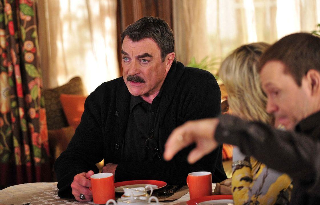 Der sonntägliche Kaffeeklatsch mit der Familie ist für Frank (Tom Selleck, l.) sehr wichtig ... - Bildquelle: 2010 CBS Broadcasting Inc. All Rights Reserved