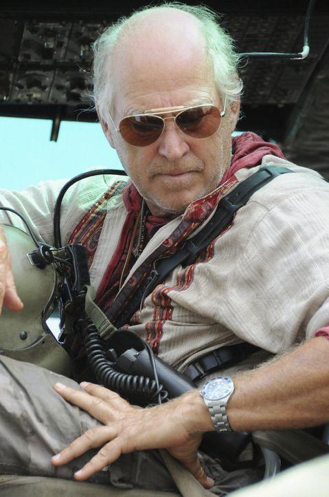 Steht dem Team bei der Rettung von Steve zur Seite: Frank Bama (Jimmy Buffett) ... - Bildquelle: TM &   CBS Studios Inc. All Rights Reserved.