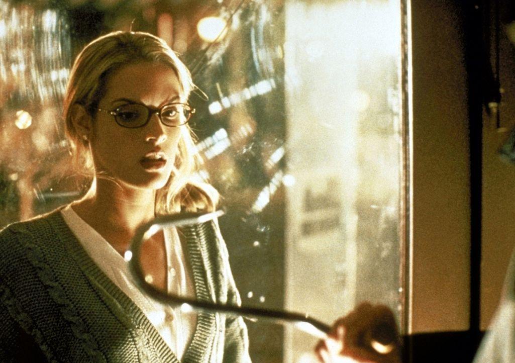 Der grausam rächende Fischer findet sie alle, auch Elsa Shivers (Muse Watson) kann ihm nicht entgehen ... - Bildquelle: Columbia Pictures