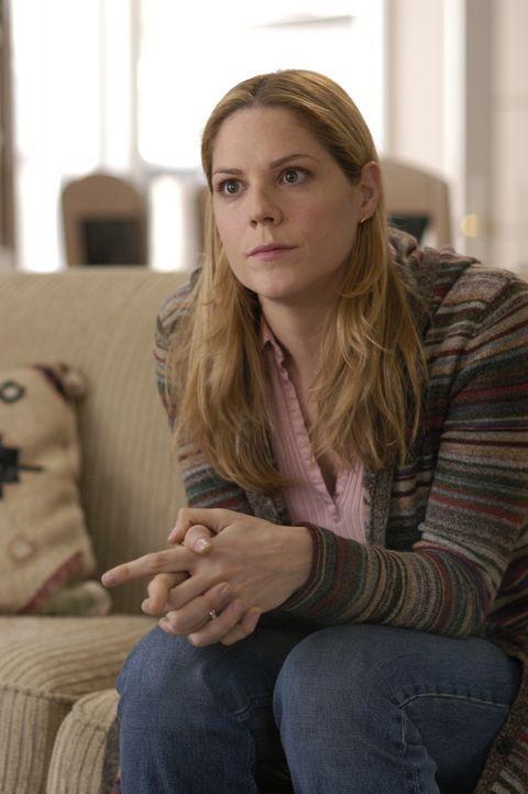 Carole McKay (Mary McCormack) macht sich große Sorgen um ihren Mann, der bei einem Drogeneinsatz in Afghanistan diskreditiert wurde ... - Bildquelle: Universal Studios