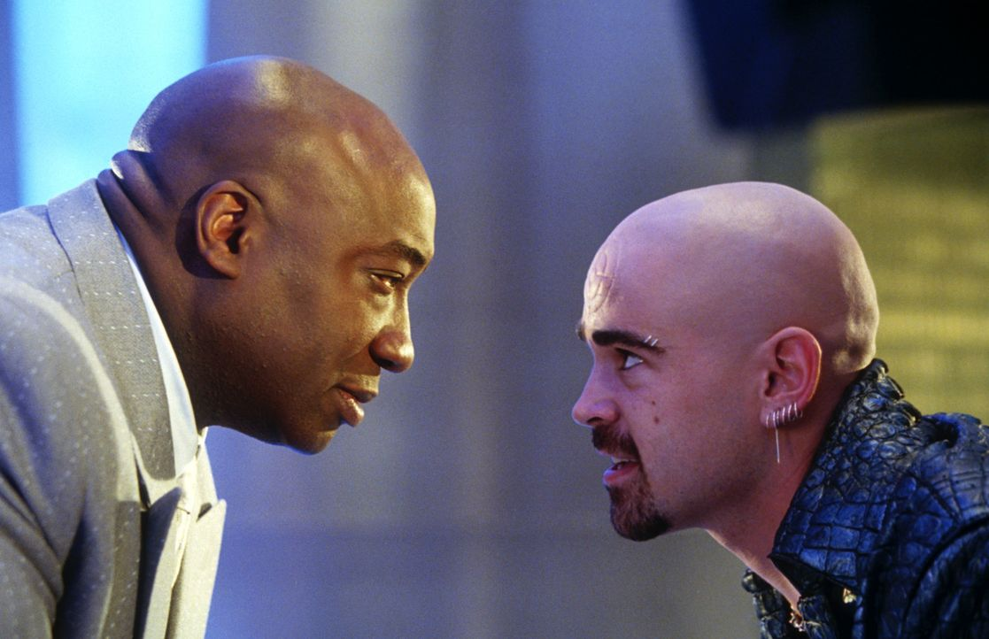 Als dem Gangsterboss Kingpin (Michael Clarke Duncan, l.) klar wird, dass sich Daredevil an seine Fersen geheftet hat, heuert er den irischen Killer... - Bildquelle: 2003 Twentieth Century Fox Film Corporation.  All rights reserved.