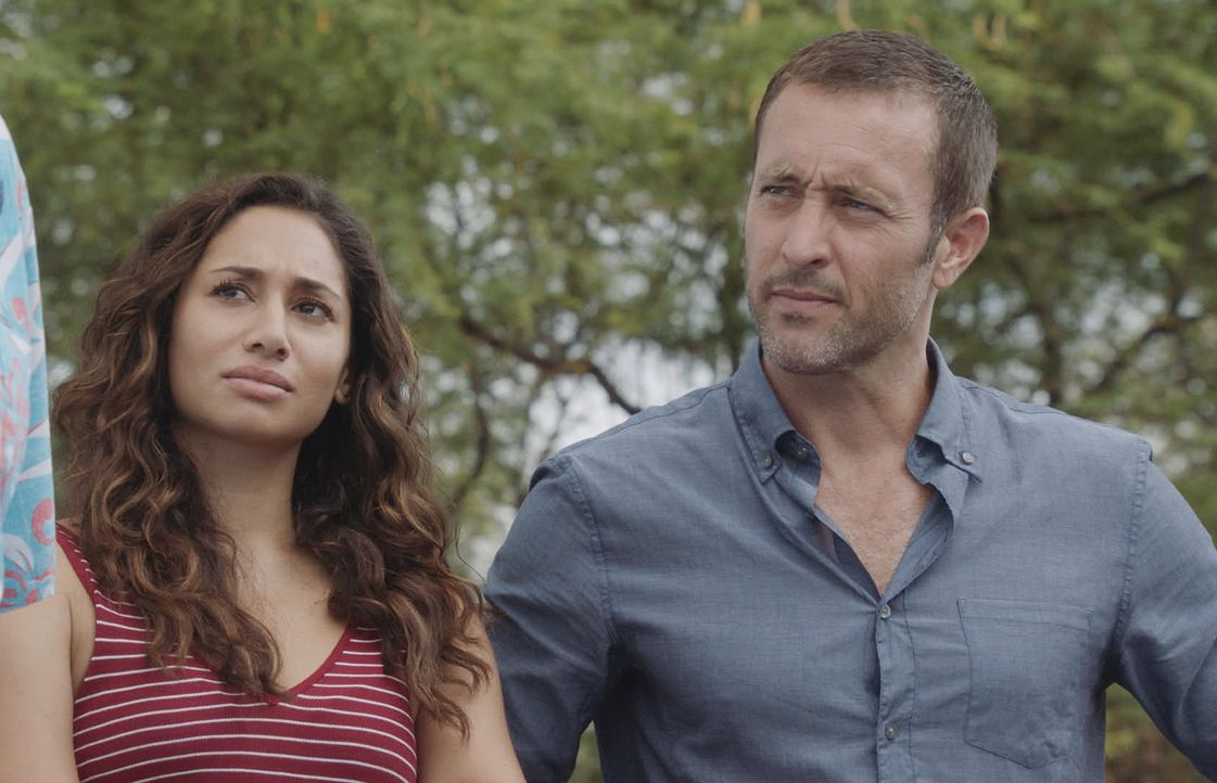 Tani Rey (Meaghan Rath, l.); Steve McGarrett (Alex O'Loughlin, r.) - Bildquelle: 2018 CBS Broadcasting, Inc. All Rights Reserved