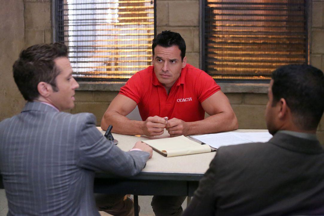 Der Verdächtige Ramon Russo (Antonio Sabato jr., M.) muss sich den Fragen von Kevin Ryan (Seamus Dever, l.) und Javier Esposito (Jon Huertas, r.) st... - Bildquelle: ABC Studios