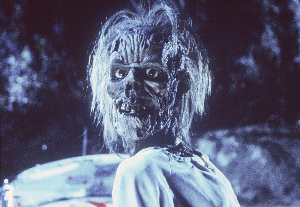 Grässliche Parasiten, die Creeps, nisten sich im Körper eines toten Studenten ein, der sich durch die Eindringlinge in einen blutgierigen Zombie v... - Bildquelle: TriStar Pictures