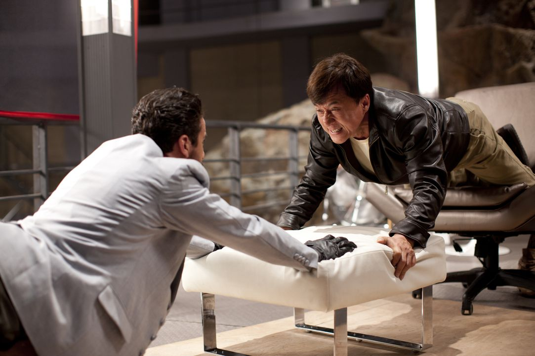 Vulture (Alaa Safi, l.); JC (Jackie Chan, r.) - Bildquelle: 2012 Jackie and JJ International Limited,  Huayi Brothers Media Corporation and Emperor Film Production Co Limited   All rights reserved