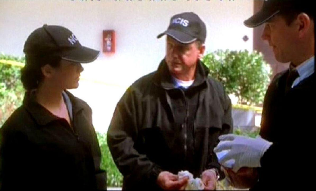 Gibbs und das NCIS-Team nehmen die Spur von Abbys Stalker sofort auf und haben sogar schon einen Verdächtigen: Abbys ehemaligen Liebhaber. v.l.n.r.... - Bildquelle: CBS Television