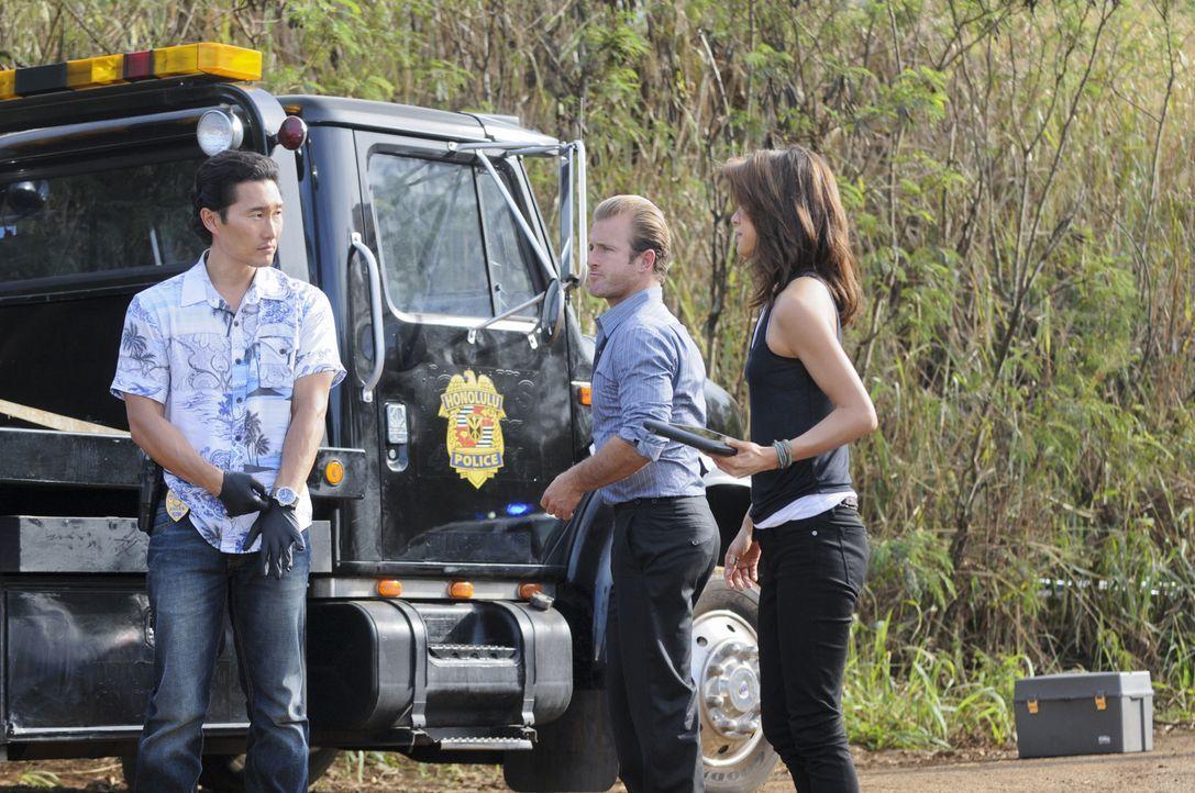 Ein neuer Fall beschäftigt das Team: Danny (Scott Caan, M.), Chin (Daniel Dae Kim, l.) und Kono  (Grace Park, r.) ... - Bildquelle: TM &   CBS Studios Inc. All Rights Reserved.