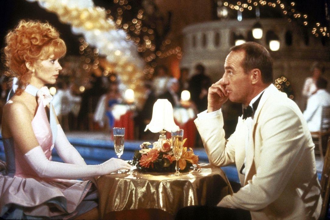 Freddy (Craig T. Nelson, r.) teilt Phyllis (Shelley Long, l.) mit, dass er die Scheidung einreichen wird ... - Bildquelle: Columbia Pictures