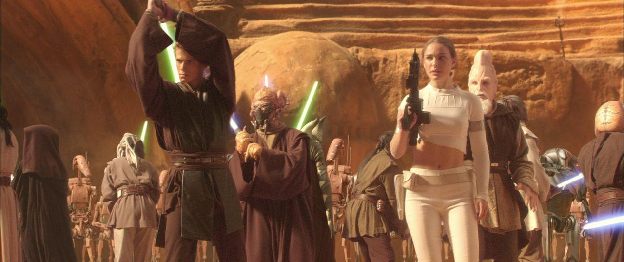 Als sich finstere Mächte auf eine alles vernichtende Schlacht vorbereiten, starten Anakin (Hayden Christensen, l.) und Amidala (Natalie Portman, r.)... - Bildquelle: Lucasfilm Ltd. & TM. All Rights Reserved.