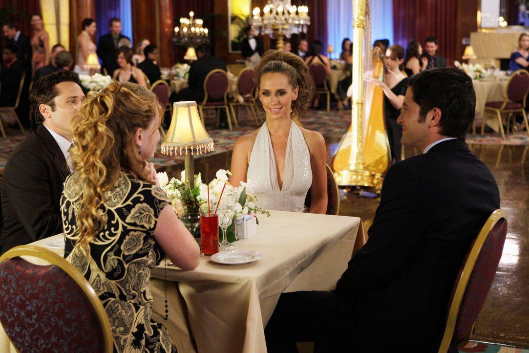 Während einer Kreuzfahrt lernen Melinda (Jennifer Love Hewitt, 2.v.r.) und Jim Clancy (David Conrad, r.) das frisch verheiratete Pärchen Rich (Seamu... - Bildquelle: ABC Studios