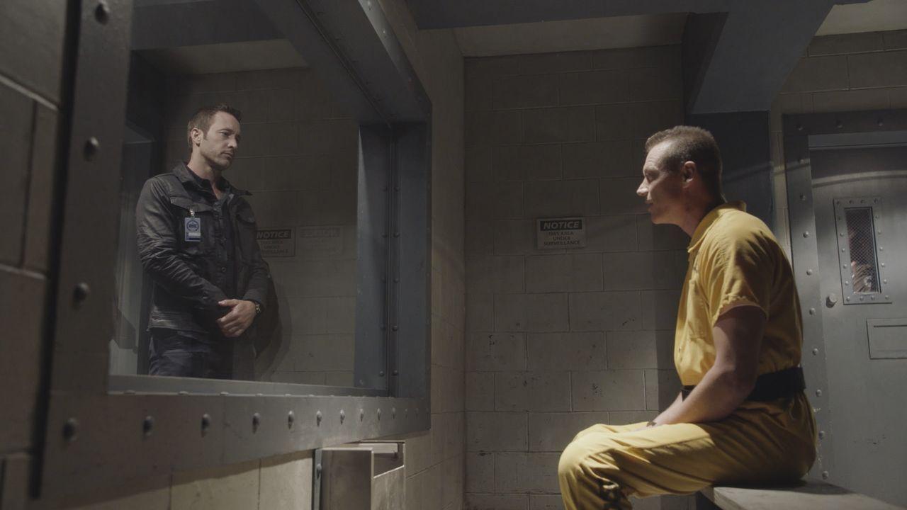 Kann Serienkiller Edward Sears (Ryan Locke, r.) Steve (Alex O'Loughlin, l.) und seinem Team behilflich sein, ihren aktuellen Fall zu lösen? - Bildquelle: 2016 CBS Broadcasting, Inc. All Rights Reserved