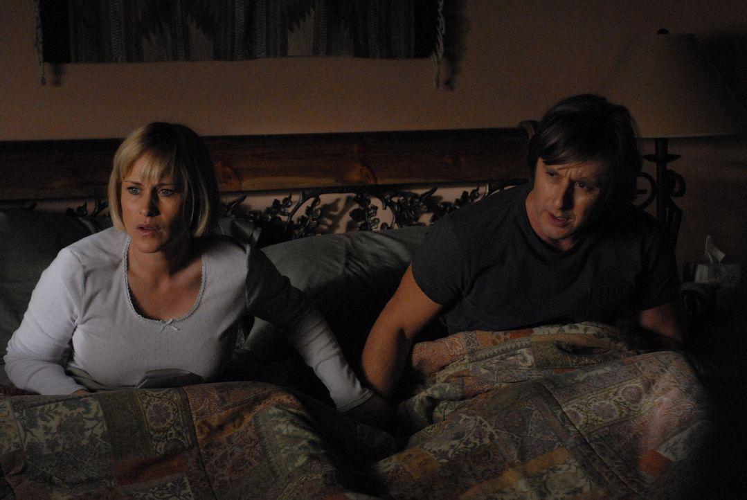 Ihre wiederkehrenden Träume rauben nicht nur Allison (Patricia Arquette, l.) sondern auch ihrem Mann Joe (Jake Weber, r.) den Schlaf ... - Bildquelle: Paramount Network Television
