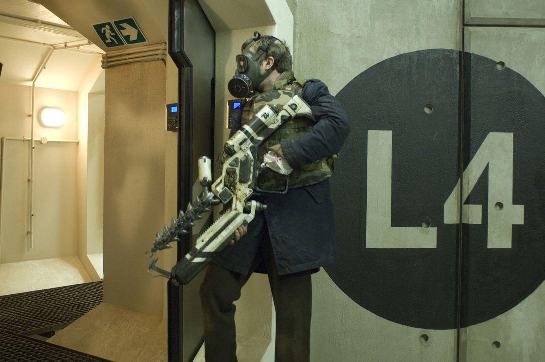 Vom Jäger zum Gejagten: Wikus (Sharlto Copley) ... - Bildquelle: 2009 District 9 Ltd. All Rights Reserved.