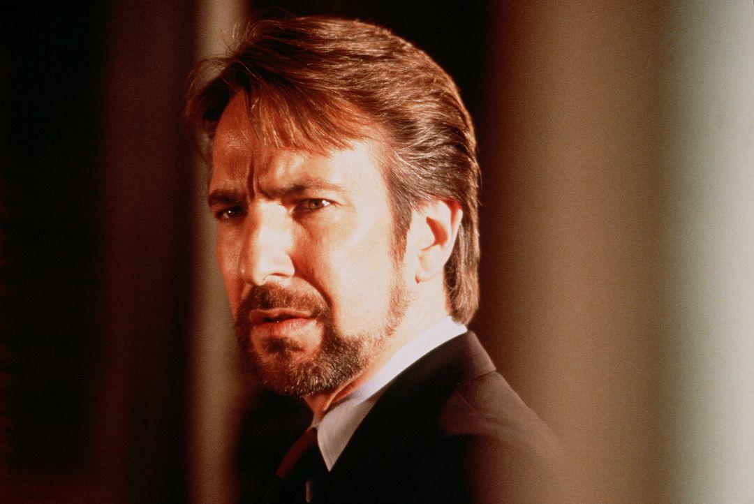 Der deutsche Terrorist Hans Gruber (Alan Rickman) bringt den Takagi-Tower in seine Gewalt. Sein Ziel: 640 Millionen Dollar, die im Tresor des Gebäud... - Bildquelle: 20th Century Fox