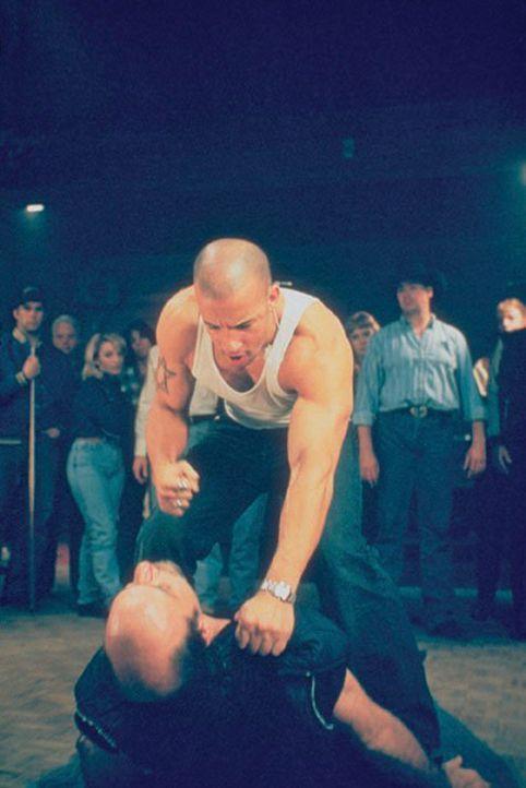 Taylor Reese (Vin Diesel) diskutiert nicht lang ...