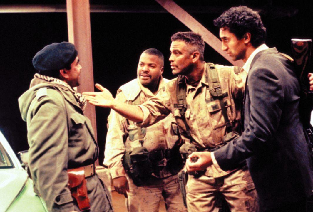 Eine Karte, die den Weg zu Saddams kuwaitischem Gold zeigen soll, erregt die Aufmerksamkeit des naiven US-Soldaten Troy. Nun schmiedet er gemeinsam... - Bildquelle: Warner Bros. Pictures