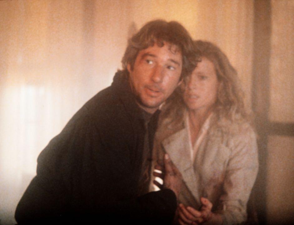 Eddie (Richard Gere, l.) und Michel (Kim Basinger, r.) sind auf der Flucht vor den Leuten des skrupellosen Gangsterlords Losado ... - Bildquelle: TriStar Pictures