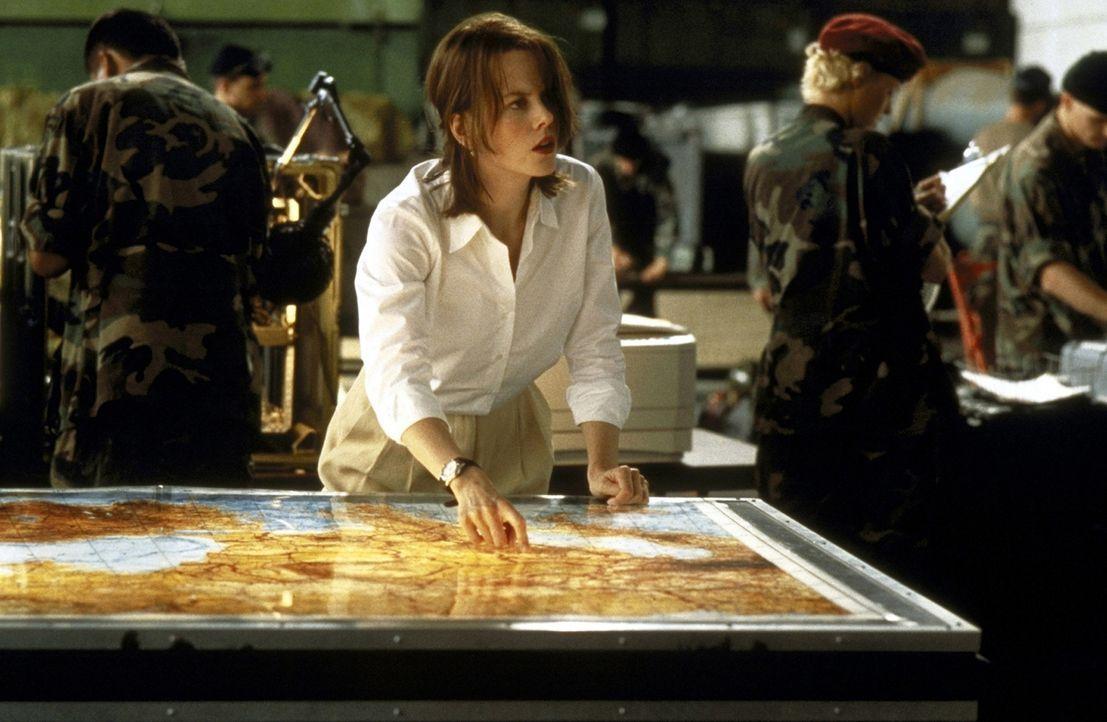 Für Julia (Nicole Kidman) ist klar, dass sich der Konvoi in Richtung Irak bewegt - am Steuer sitzt General Kodoroff ... ... - Bildquelle: DreamWorks SKG