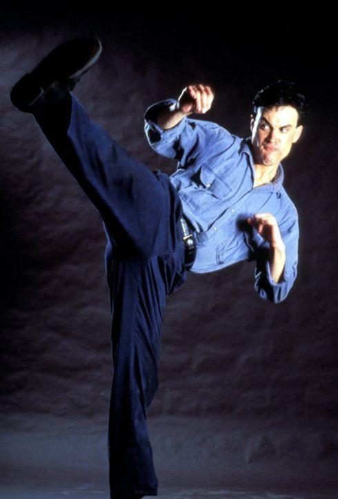 Zunächst hat der junge Polizist Johnny Murata (Brandon Lee) echte Probleme mit seinem neuen Partner, doch dann wird ihm klar, dass man dessen fernös... - Bildquelle: 1991 Warner Brothers