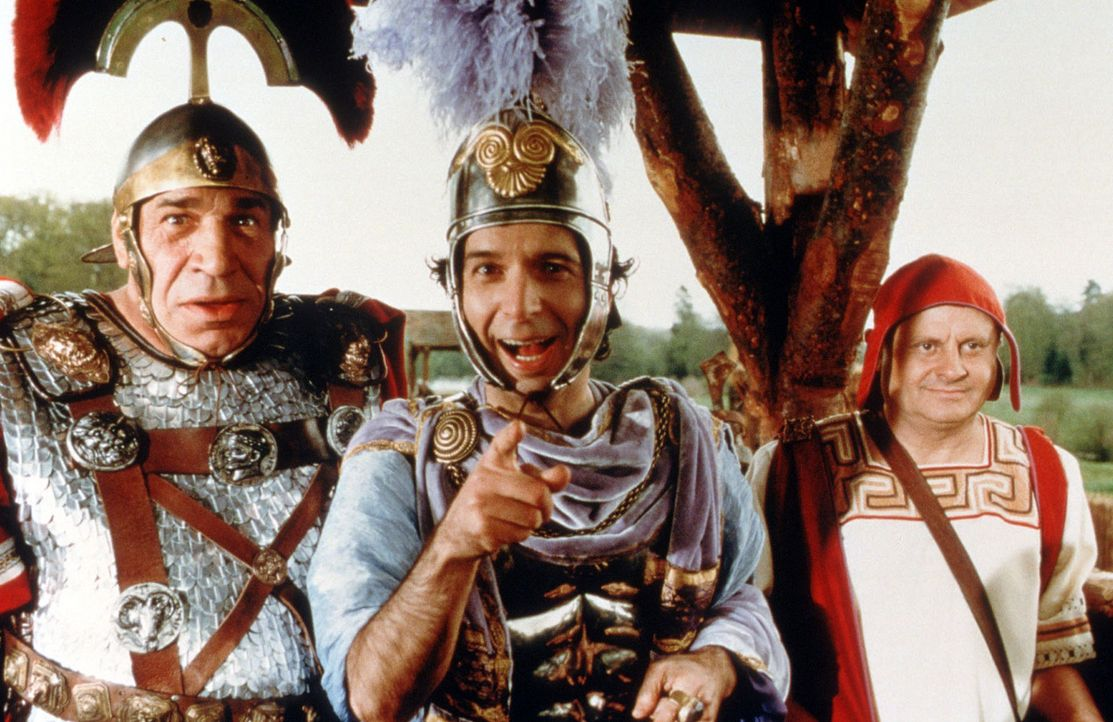 Noch lachen sie, der tumbe Caius Bonus (Jean-Pierre Castaldi, l.) und der wahnsinnige Tullius Destructivus (Roberto Benigni, M.) - doch gleich gibt'... - Bildquelle: Constantin Film