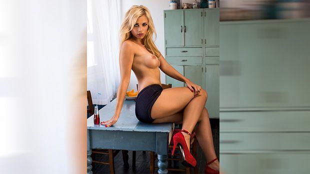 November-Playmate Victoria Paschold - Bildquelle: Autumn Sonnichsen für Playboy November 2013
