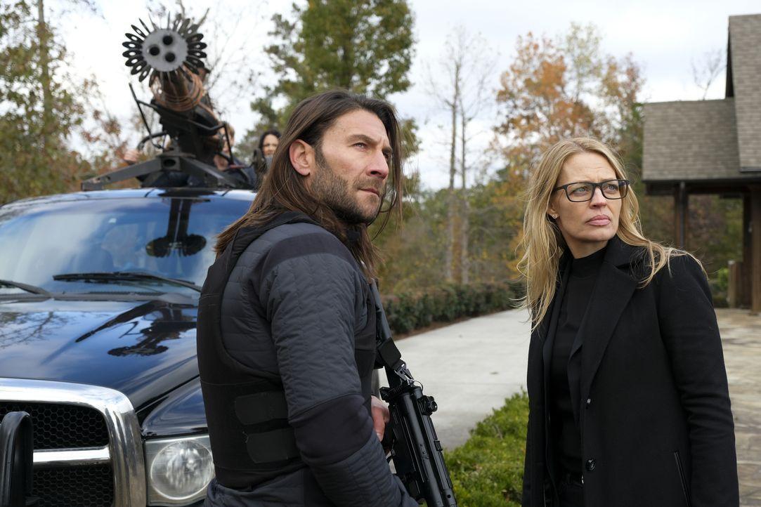 Ramon (Zach McGowan, l.); Gwendolyn Hayes (Jeri Ryan, r.) - Bildquelle: Mark Hill 2020 CBS Broadcasting, Inc. All Rights Reserved. / Mark Hill