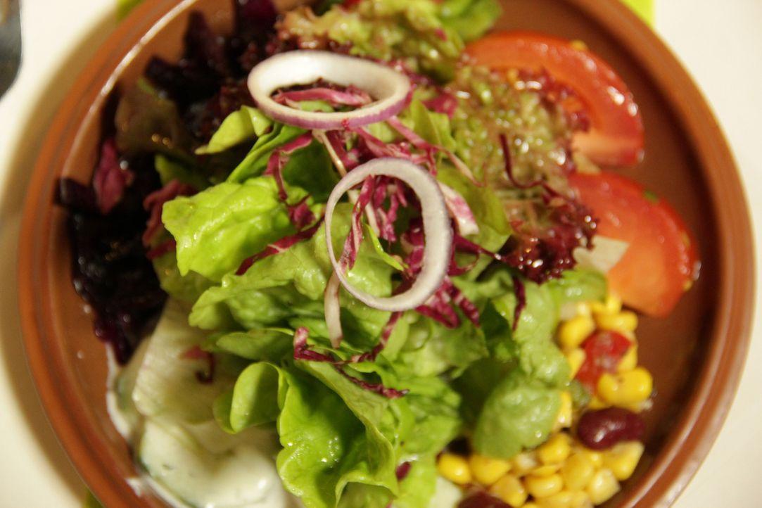 """Ein klassischer gemischter Salat - Standard in den meisten gutbürgerlichen Restaurants. Kann die """"Zehntscheune"""" mit Frank Rosins Hilfe wieder auf di... - Bildquelle: kabel eins"""