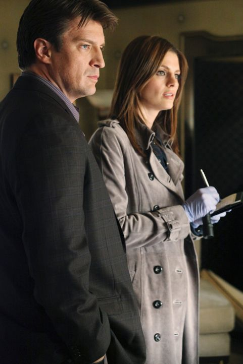 Die berühmte Hellseherin Vivien wird ermordet in ihrem Appartement aufgefunden. Richard Castle (Nathan Fillion, l.) und Kate Beckett (Stana Katic, r... - Bildquelle: 2010 American Broadcasting Companies, Inc. All rights reserved.