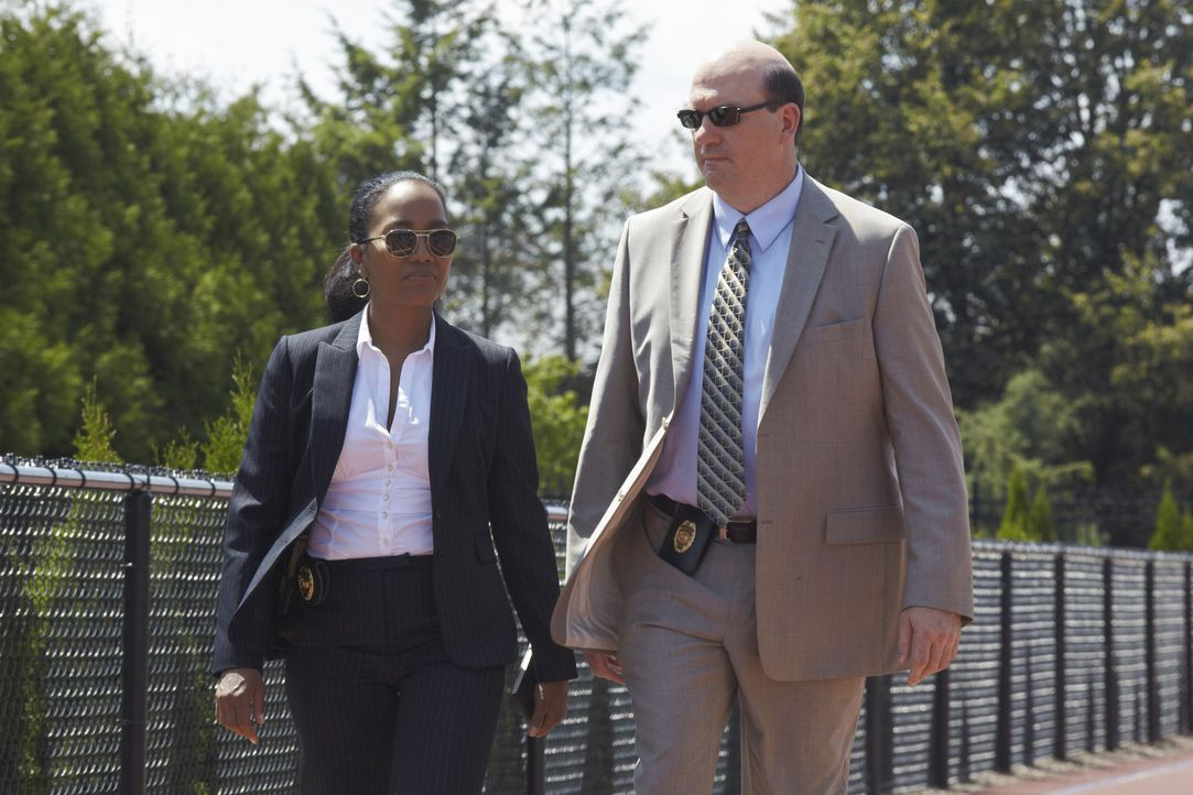 Ein neuer Fall beschäftigt Samantha (Sonja Sohn, l.) und Bud (John Carroll Lynch, r.) ... - Bildquelle: ABC Studios
