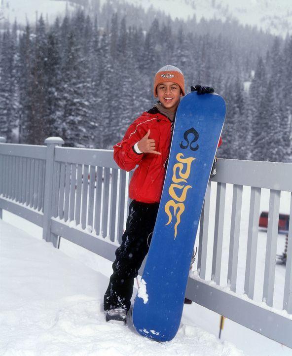 Neue Leidenschaft: Johnny (Brandon Baker) wechselt das Surfbrett mit dem Snowboard ... - Bildquelle: Disney