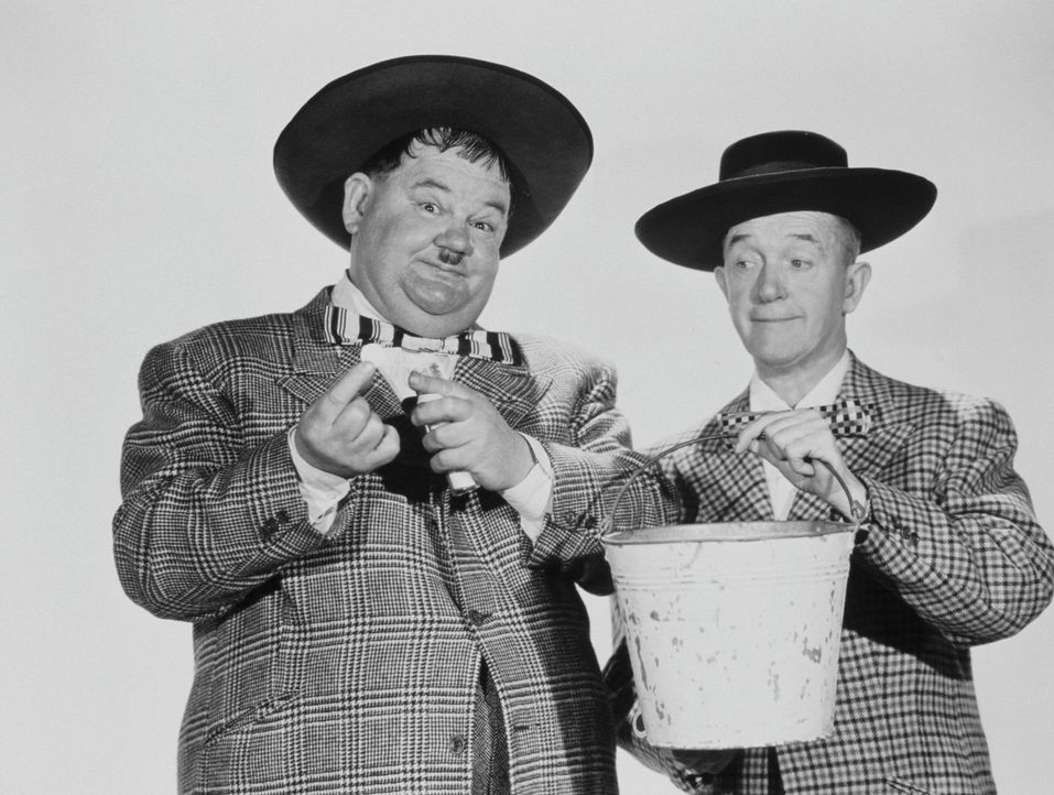 Oliver (Oliver Hardy, l.); Stan (Stan Laurel, r.) - Bildquelle: 1943 Twentieth Century Fox Film Corporation.