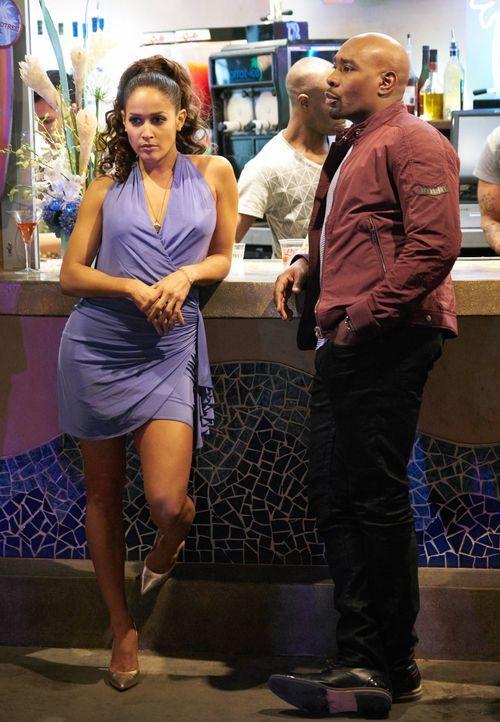Villa (Jaina Lee Ortiz, l.) kann es nicht glauben, aber Rosie (Morris Chestnut, r.) schleppt sie auf eine Party, um die neunmonatige Zusammenarbeit... - Bildquelle: 2015-2016 Fox and its related entities.  All rights reserved.
