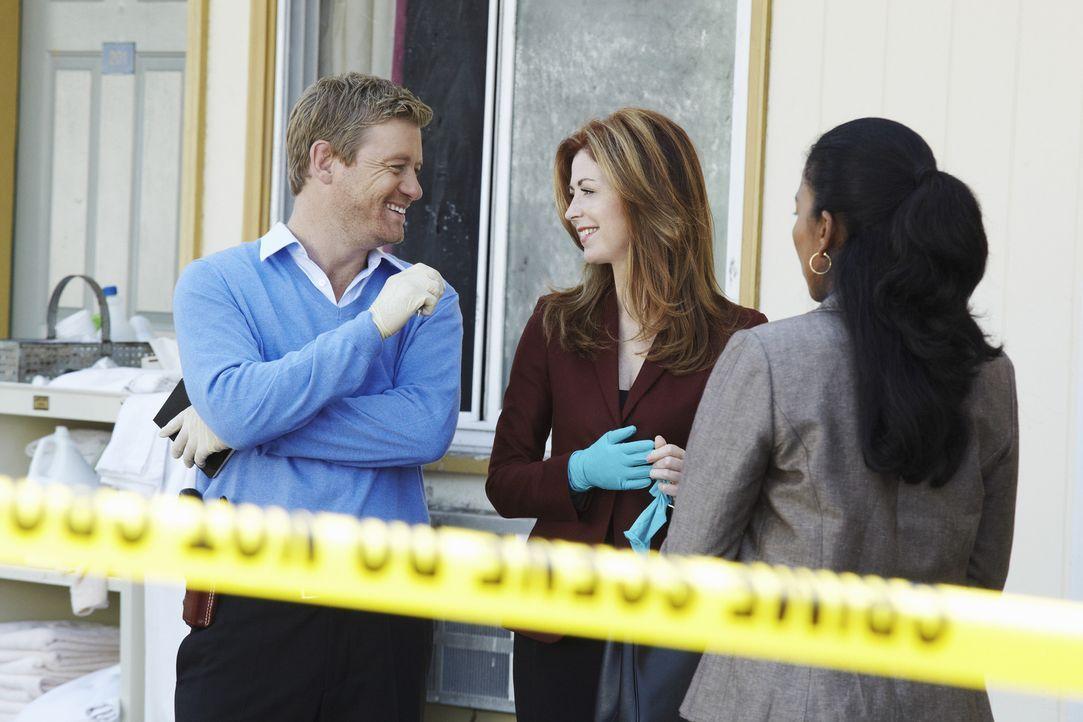 Als eine gut gekleidete Frau in einem billigen Motelzimmer tot aufgefunden wird, beginnt für Megan (Dana Delany, M.), Peter (Nicholas Bishop, l.) un... - Bildquelle: ABC Studios