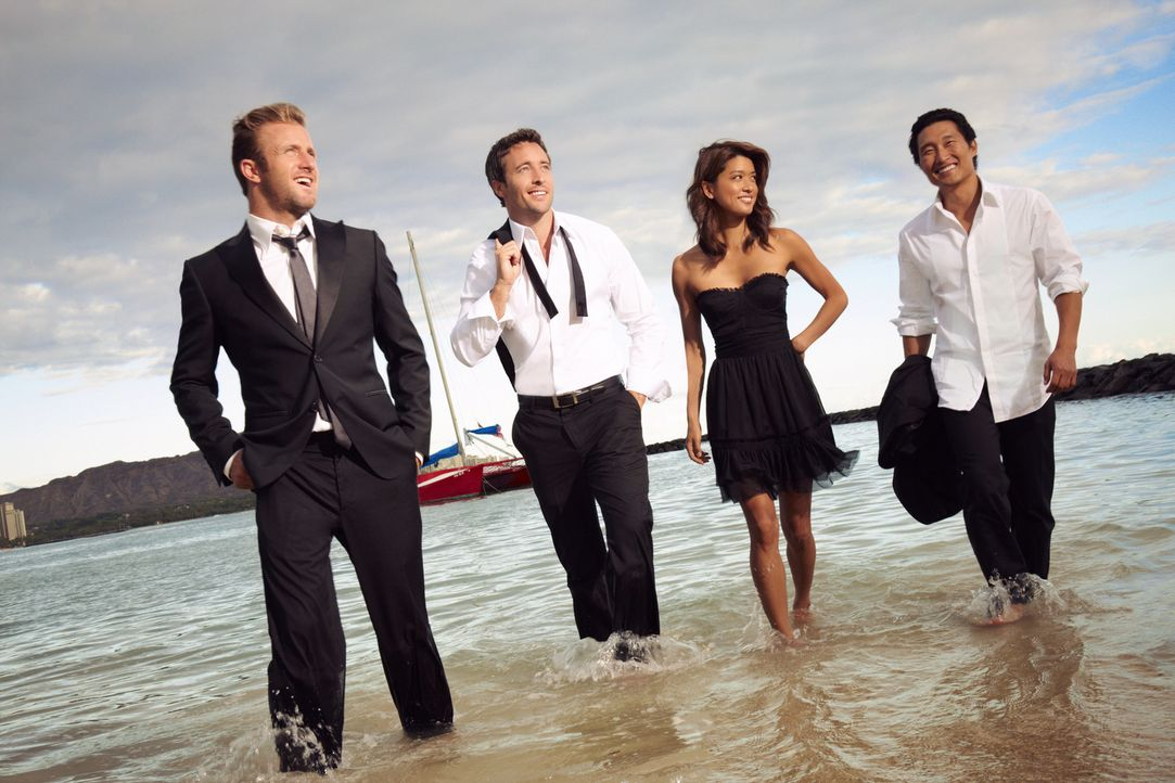 (1. Staffel) - Hawaii Five-0: Steve McGarrett (Alex O'Loughlin, 2.v.l.), Danny Williams (Scott Caan, l.), Chin Ho Kelly (Daniel Dae Kim, r.) und Kon... - Bildquelle: TM &   2010 CBS Studios Inc. All Rights Reserved.