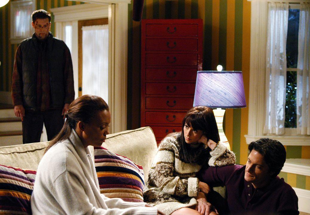 Andrea (Aisha Tyler, 2.v.l.) ist immer noch völlig durch den Wind, nachdem der Geist von Dennis Mcloughlin (Matt Keeslar, l.) sie heimgesucht hat. J... - Bildquelle: ABC Studios