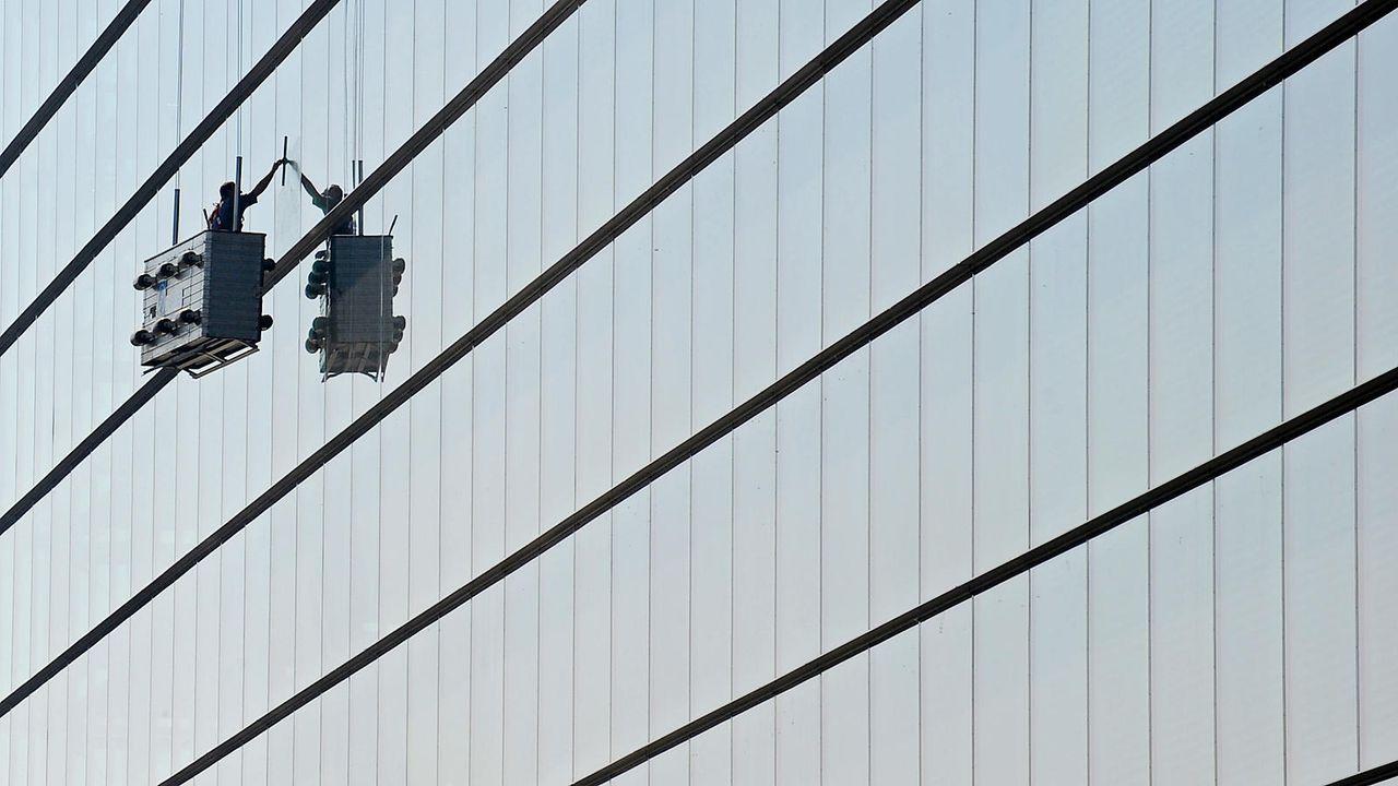 Fensterputzer - Bildquelle: dpa