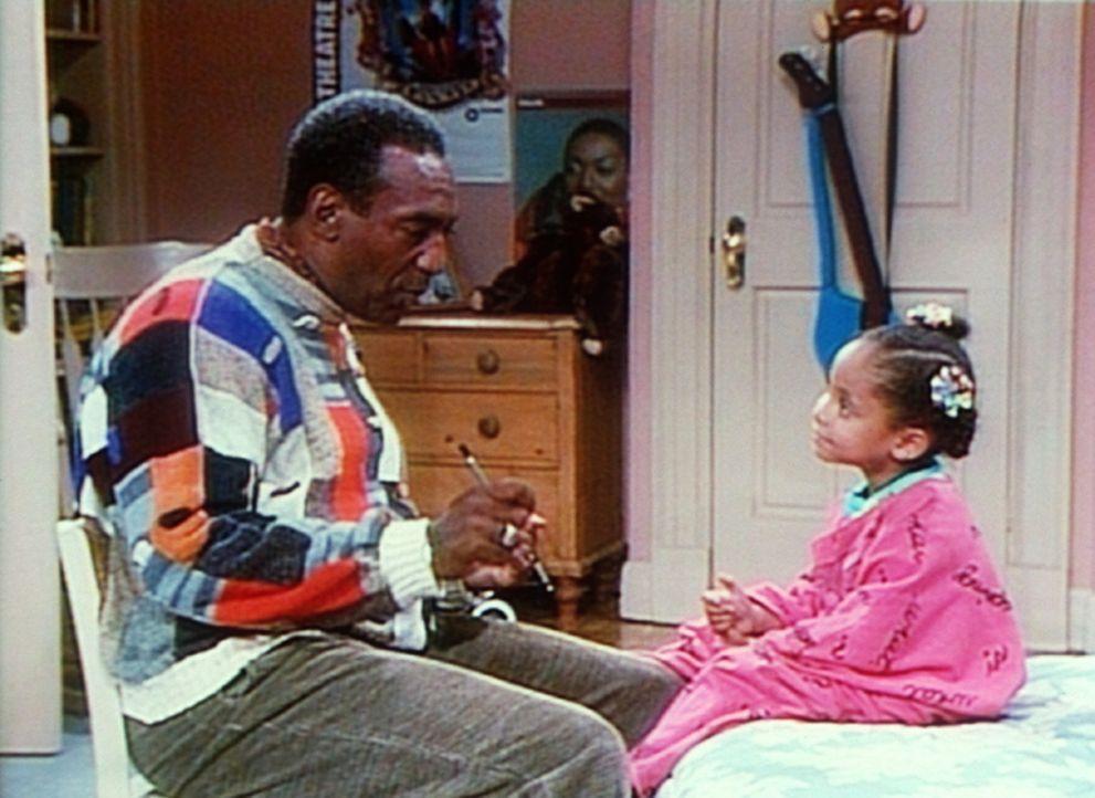Cliff (Bill Cosby, l.) versucht Olivia (Raven Symone, r.) zu erläutern, was Jazz ist. - Bildquelle: Viacom